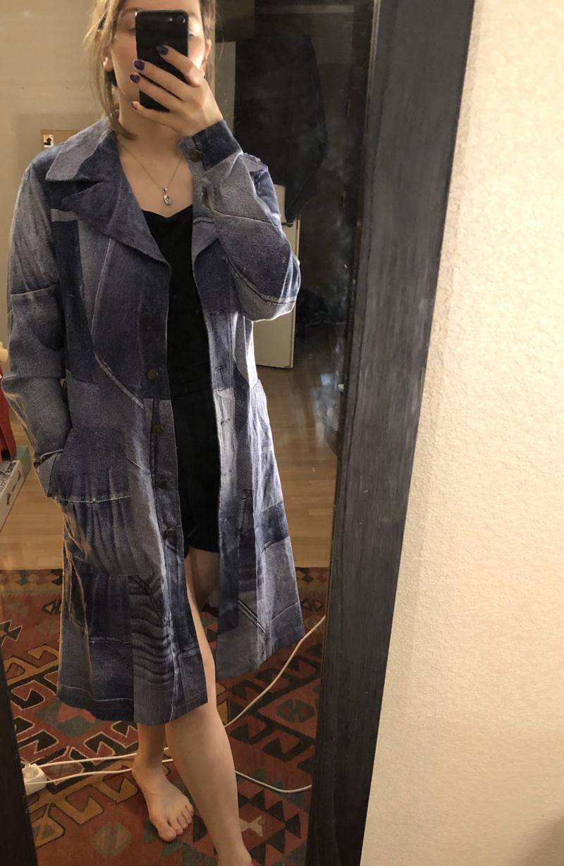Pikk vinatge teksa-motiiviga jakk.