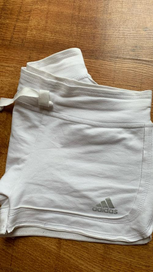 Adidase lühikesed püksid