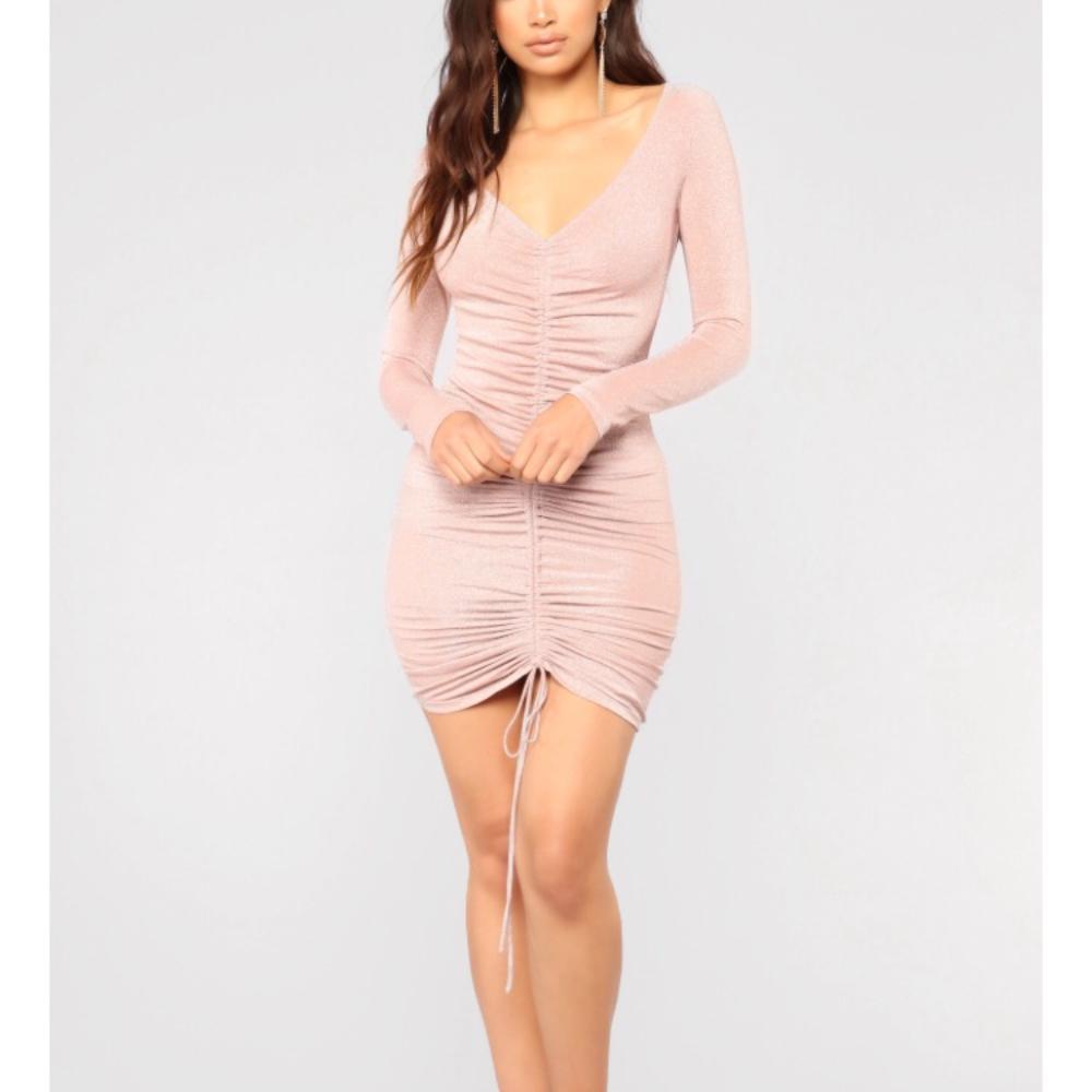 2ccd20b8c48 UUS! Fashionnova sädelev kleit | Basaar