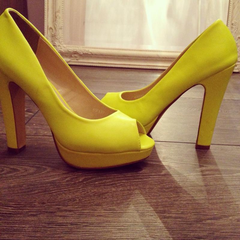 31f25e9704e Laimi kollased kingad Laimi kollased kingad Laimi kollased kingad ...