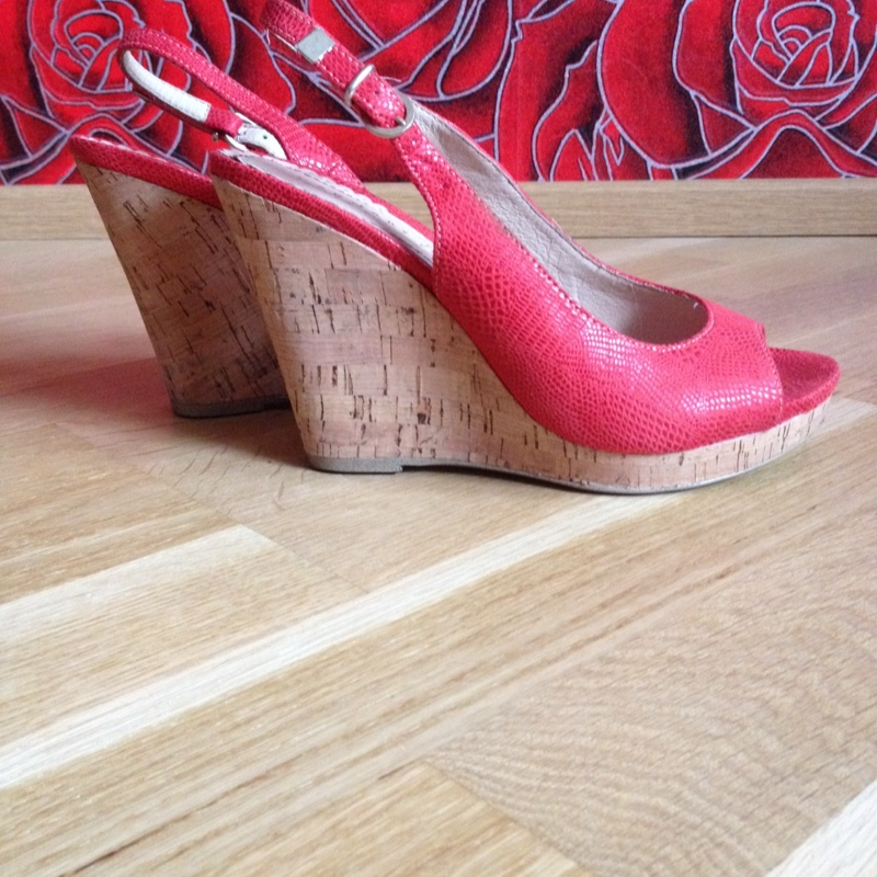 c127c386b4b Punased kingad | Basaar