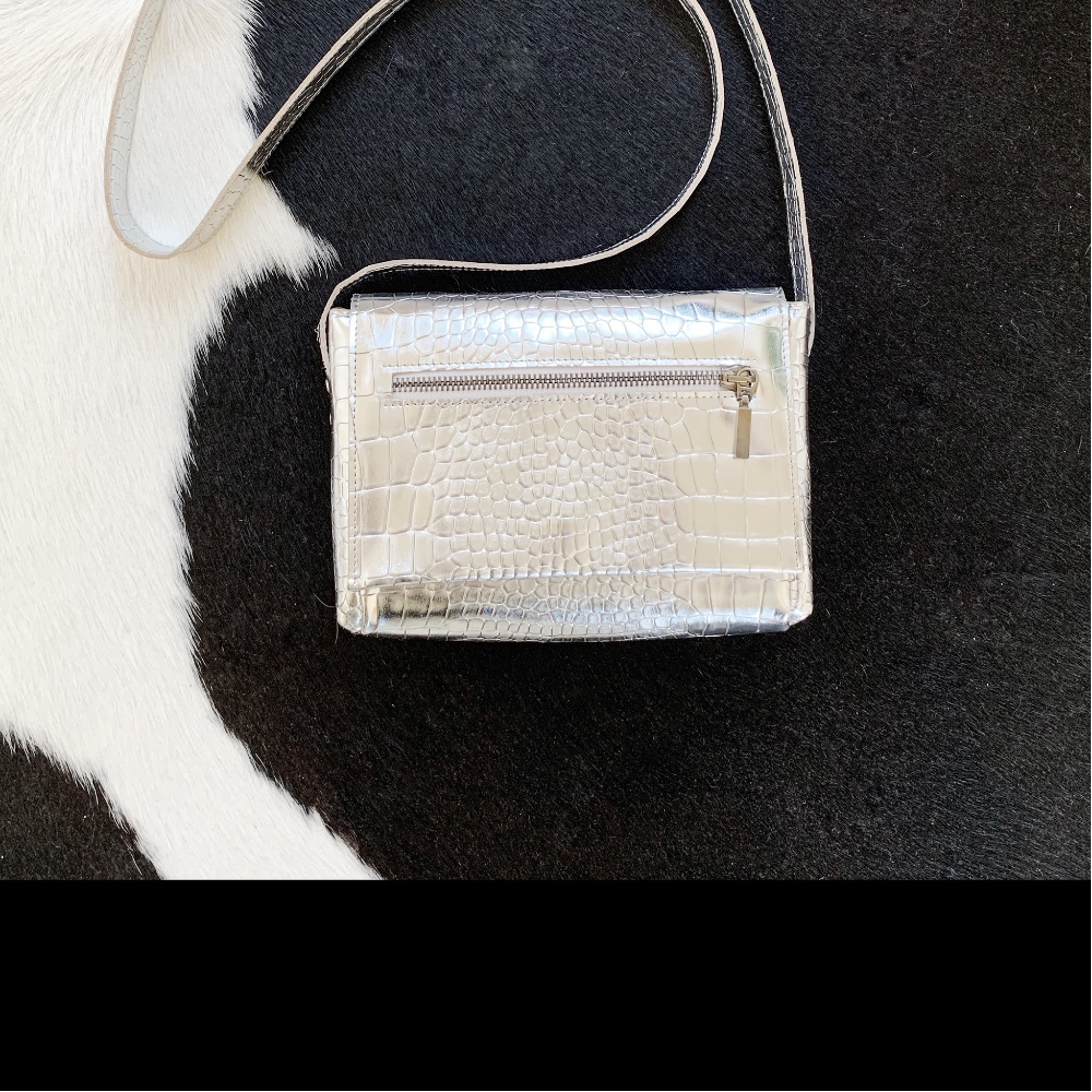 e8605d389d9 ... STUUDIO NAHK silver bag ...
