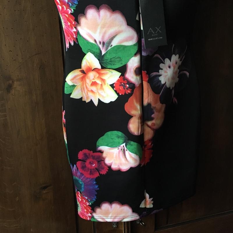 03870667895 ... Uus, Axara lilleline kleit ...