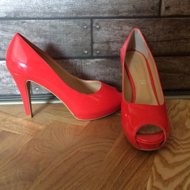31f09cd0730 Oranšid/roosad/punased kingad | Basaar