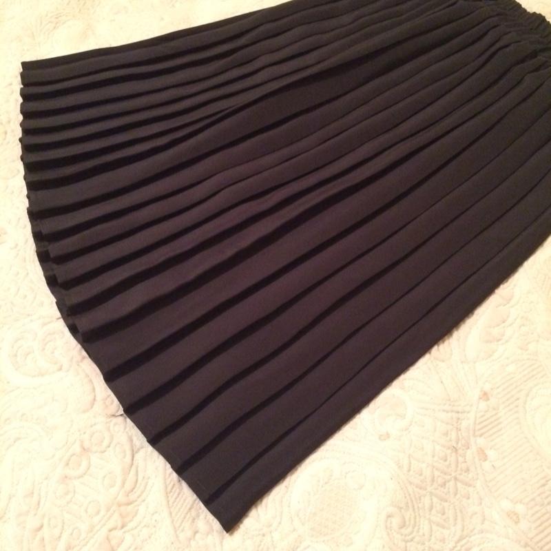 69d8157438c Must plisseerseelik | Basaar